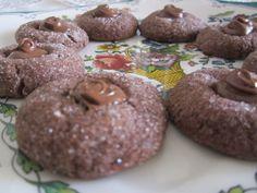 Ricetta biscotti divini al cioccolato : imparate con la vostra Cicetta come realizzare questa semplice ricetta con tante foto e spiegazioni passo dopo passo.