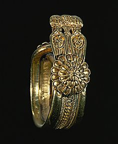 PHOENICIAN JEWELRY 6TH BCE Crested ring from Carthage,Tunisia. 6th-5th BCE Gold, 3 cms across Musee du Bardo, Tunis, Tunisia.