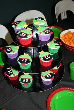 Marvin the Martian Cupcakes... http://marvin-martian.weebly.com/ #cakes #yummy