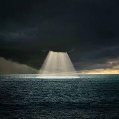 Ocean Sun Beam over Puerto Rico  Image Credit : Imgur  Milky way scientists