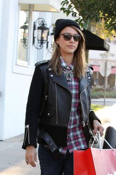jessica-alba-street-style-shopping-in-los-angeles-dec.-2013_4.jpg (1280×1920)