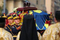 Le prince Charles, Juan Carlos Ier, le grand duc Henri du Luxembourg, Carl XVI Gustaf de Suède, Simeon II de Bulgarie et Anne-Marie de Grèce ont rendu...