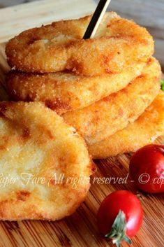 These golden potato cutlets are super soft and tasty with a soft and warm heart in a crisp and golde Easy Holiday Recipes, Easy Dinner Recipes, Best Italian Recipes, Favorite Recipes, Potato Cutlets, Breakfast Platter, Tasty, Yummy Food, Creative Food