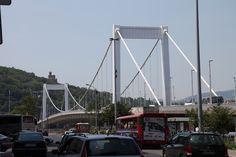 Elizabeth Bridge (Erzsébet Híd): one of Budapest's most beautiful bridge. It wa sbuilt between 1898 and Golden Gate Bridge, Budapest, Most Beautiful, Architecture, Places, Travel, Arquitetura, Viajes, Traveling