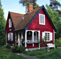 Tiny red cottage. (64 pieces)
