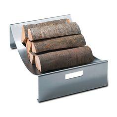 Holzlege RAIS.  Die Holzlege RAIS aus fein gebürstetem Edelstahl gibt Ihrem gespaltenen Holz eine formschöne Unterlage. Das offen präsentierte Holz verbreitet einen angenehmen Waldduft in der Stube. Dank den seitlichen Traggriffen kann RAIS auch für den Transport des Holzes zum Kaminofen verwendet werden.  H-B-T: 16 x 53 x 38 cm