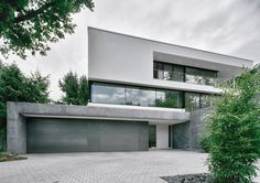 Like the colouring - not the huge expanse of white to the left of the uppermost window Modern Architecture House, Modern House Design, Architecture Design, Minimalist Architecture, Building Art, Art Of Living, Living Area, My Dream Home, Facade