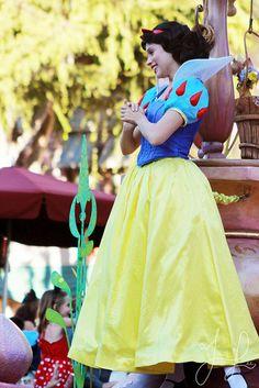 All sizes   Snow White, via Flickr.
