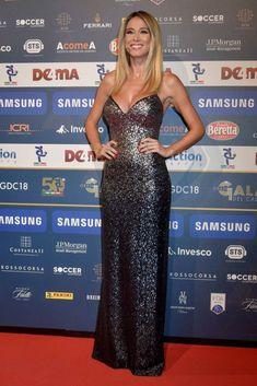 Celebrity Updates, Celebrity Style, Strapless Dress Formal, Formal Dresses, Italian Beauty, Tv Presenters, Milan, Beautiful Women, Clothes For Women