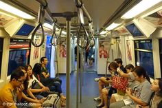 Im Skytrain sitzt man sich gegenüber Bangkok