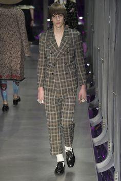 #DéfiléGucci #fashion #Koshchenets    Défilé Gucci prêt-à-porter femme automne-hiver 2017-2018 95