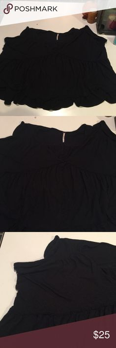 Free People Crop Tee Preloved worn a couple times . Recommend was in warm delicate and hang dry. No stains or holes . tons of life , great for every day wear , for chilling or over a bathing suit or with shorts. Great for all year around . Crop top style but you can wear a cami under ❌NO Modeling, NO TRADES, POSH ONLY❌ Free People Tops Crop Tops