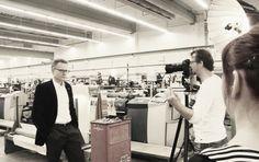 Unser Vertriebsleiter Dr. Norbert Rehle beim Shooting im Websaal. #Makingof #drapilux #shooting #weberei