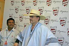 Miguel Bosé apoyando la campaña Comercio Justo del algodón peruano.