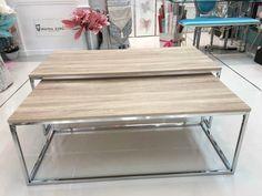 mesa auxiliar en madera de roble desgastado y acero. Más en www. virginia-esber.es