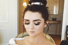 Maisie Williams Looked Like A Goddamn Disney Princess At The Golden Globes Maisie Williams, William Golden, The Baftas, Jen Atkin, Perfect Body Shape, Princess Kate, Disney Princess, Blackhead Remover, Body Inspiration