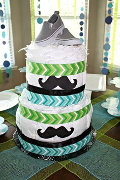 Someone please have a baby so I can do this!!!!!   Diaper Cake