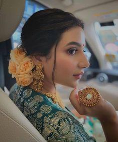 Indian Bridal Hairstyles, Indian Bridal Outfits, Indian Bridal Fashion, Indian Bridal Wear, Indian Fashion Dresses, Bengali Wedding, Bengali Bride, Bridal Makeup Images, Indian Wedding Photography Poses