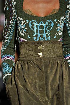 Emilio Pucci  coudre un pantalon/jupe culotte taille très haute, comme celui-ci tricoter un jacquard  mêmes tons de vert EXCLUSIVELY!