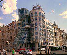 Prag ist auf jeden Fall eine Reise wert, sie ist zauberhaft, hunderttürmig, golden, romantisch oder auch eine steinerne Kulturmetropole.……www.welt-sehenerleben.de #Prag #Tschechien #Urlaub #spiegelonline #spon_reise