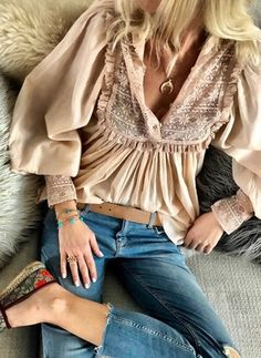 Latest fashion trends in women's Blouses. Shop online for fashionable ladies' Blouses at Floryday - your favourite high street store. Boho Outfits, Cute Outfits, Fashion Outfits, Fashion Tips, Fashion Trends, Fashion Blouses, Streetwear Mode, Streetwear Fashion, Womens Fashion Online