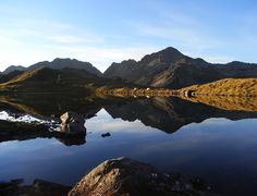 Explore the wonderful Lake Angelus in Nelson Lakes National Park during our Peak Bagger hiking tour