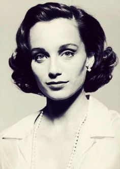 Parting hair too far to the side gives a boxy forehead look. Kristin Scott Thomas, British Actresses, Actors & Actresses, British Actors, Parting Hair, High Forehead, The English Patient, Best Portraits, Celebrity Portraits