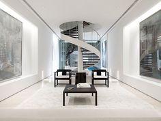 Modernos interiores en lote angosto