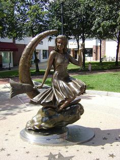 'Bewitched' statue - Salem, MA