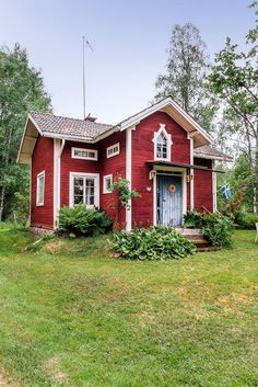 Two gable roofs colliding to make a T or L shape. Used on T… Cross gabled roof.Two gable roofs colliding to make a T or L shape. Used on Traditional houses. Swedish Cottage, Cute Cottage, Red Cottage, Swedish House, Cottage Homes, Cottage Style, Swedish Farmhouse, Storybook Cottage, Tiny House