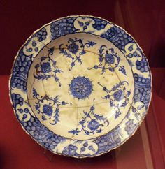 Iznik pottery with foliate rim 16th century