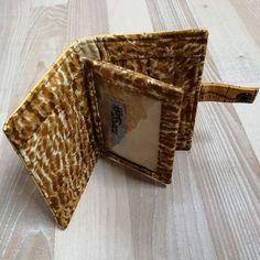 Rêves de Sacs sur Instagram: Voilà un petit portefeuille qui accompagnera parfaitement le Java turtle jaune 😉. Modèle Sacôtin #handmade #coordonnes #cousumain…