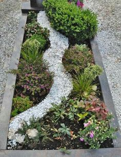 GRAVE DESIGN ...creative ways to decorate a grave #gravedecoration #graveplanting www.houseofsolace.co.uk