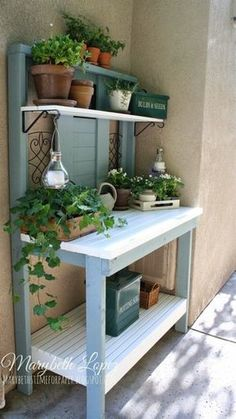 Beautiful Garden Potting Bench Plans + Ideas Are you sick of dirt inside your house during planting time? A potting bench is a great solution to that problem. Here are some inspiring potting bench ideas and potting bench plans so you can build…MoreMore Potting Bench Plans, Potting Tables, Potting Sheds, Rustic Potting Benches, Potting Bench With Sink, Outdoor Potting Bench, Diy Jardim, Potting Station, Pot Jardin