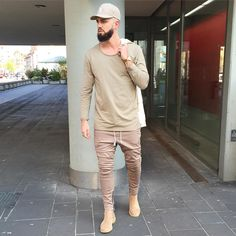 43 Ways to Wear Chelsea Boots for Men - CharMino Jogger Pants Style, How To Wear Joggers, Chelsea Boots Outfit, Divas, Urban Fashion, Mens Fashion, World Trends, Fashion Network, Mens Trends