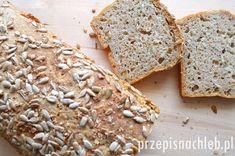 Chleb pszenno-żytni z otrębami i słonecznikiem. Bardzo dobry chleb, przygotowany na zaczynie żytnim razowym. Co prawda – do ciasta dodaje się jasną mąkę pszenną, jednak właśnie dzięki temu żytniemu zaczynowi chleb jest nieco cięższy, bardziej trwały i pięknie pachnie. Jest to taka pośrednia wersja pomiędzy chlebem żytnim razowym a jasnym pszennym :) Dodatkowo ziarna słonecznika […] Bread, Food, Brot, Essen, Baking, Meals, Breads, Buns, Yemek