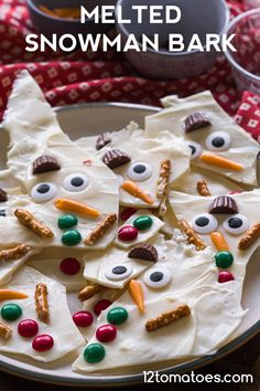One of my favorite things about the holiday season is the time spent in the kitchen creating cute treats to give to my loved ones. (Some, though, get consumed entirely before they ever make it Christmas Candy, Christmas Desserts, Holiday Treats, Christmas Treats, Holiday Recipes, Christmas Cookies, Christmas Decor, Christmas Foods, Christmas Centerpieces