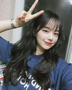 𝘿𝙀𝙎𝘾 : 𝙝𝙚𝙧 𝙞𝙜 aesthetic ; Ulzzang Girl Selca, Ulzzang Hair, Ulzzang Korean Girl, Cute Korean Girl, Cute Asian Girls, Korean Bangs Hairstyle, My Hairstyle, Hairstyles With Bangs, Girl Hairstyles