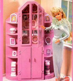 Barbie Sweet Roses Three-Piece Wall Unit by Mattel - Neues Spielzeug 1980s Barbie, Barbie Sets, Barbie And Ken, Vintage Barbie, Vintage Toys, Barbie Dolls, Barbie Stuff, Mattel Barbie, Barbie Room