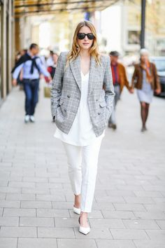 White and checked - this business look is now up on www.mod-by-monique.com  #business #businesslook #girlboss #düsseldorf #kö #königsallee #checked #blazers #blazer #streetstyle #shoulders #white #allwhite #blogger #slingbacks #germanblogger