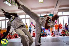 Capoeira paris - kick attack and just defend Martial, Stage, Sport, Kicks, Martial Arts, Stunts, Deporte, Sports