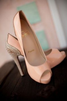 I think I need a cigarette after viewing these orgasmic pumps!  ...and I don't even smoke anymore!!!!  *Oh my!* #weddingshoes