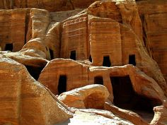Petra Jordan Petra Jordan is one of seven magic of the conventional globe. Petra is behind considerable highly effective mountains. Luxor, Kairo, City Of Petra, Jordan Photos, Seven Wonders, Ancient Ruins, Ancient History, Stone Houses, Rock Houses