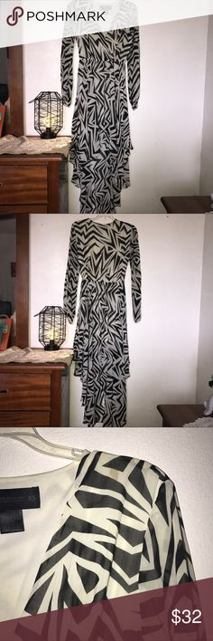 🖤Kardashian Kollection🖤Black & White Dress 🖤Kardashian Kollection🖤Beautiful black and white dress, it is short on the front with a beautiful long and flowy tail on the back😍It was worn only ONE time to a Quinceañera party. It is XS but it is more of a S/M. It has a small stain but it is nothing to noticeable 💖💖 Kardashian Kollection Dresses High Low