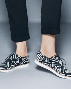 B+W geometric pattern shoes #wearabledesign