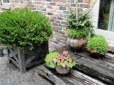 Round ball pots by sunshinesyrie, via Flickr