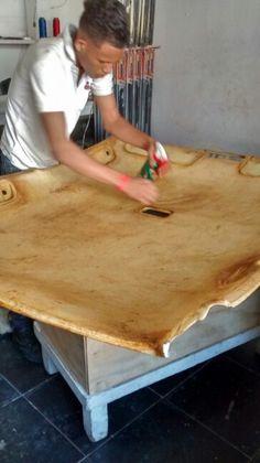 Proceso de limpieza y preparación para tapizar.