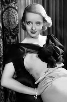 [BORN] Bette Davis / Born Ruth Elizabeth Davis, April 1908 Lowell, Massachusetts, U. / Died October 1989 (aged mother changed the spelling of her name Betty to Bette because of Bette Davis Hollywood Stars, Hollywood Icons, Old Hollywood Glamour, Golden Age Of Hollywood, Vintage Hollywood, Classic Hollywood, Hollywood Lights, Fred Astaire, Divas