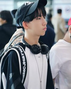 Zihao at the airport Cute ម៉េសអាកូនហ្នឹងចង់តែទៅចាប់ថើបទេ😂😂😂😂😂😂😂😂😂❤️❤️❤️❤️ Cute Boys, Cute Babies, Things To Do With Boys, Boy Groups, Rapper, Boss, Kpop, My Love, Classroom Activities