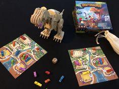 Dans ce Jurassic pack, le draft c'est la vie…Dans Draftosaurus, vous dirigez un parc à dinosaures cherchant à attirer le plus de visiteurs possibles. À chaque tour, vous choisissez un dino-meeple de votre main pour le placer dans votre parc, avant de passer votre main à votre voisin.    #ankama #dinosaures #draft #draftosaurus #kaedema Jurassic, Illustrations, Tour, Electronics, Game Mechanics, The Visitors, Tabletop Games, Park, Life